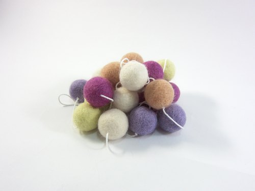 Wool ball ornaments I crape myrtle No.2 home layout, camping. Safe non-toxic dye I exchange gifts. Wool felt