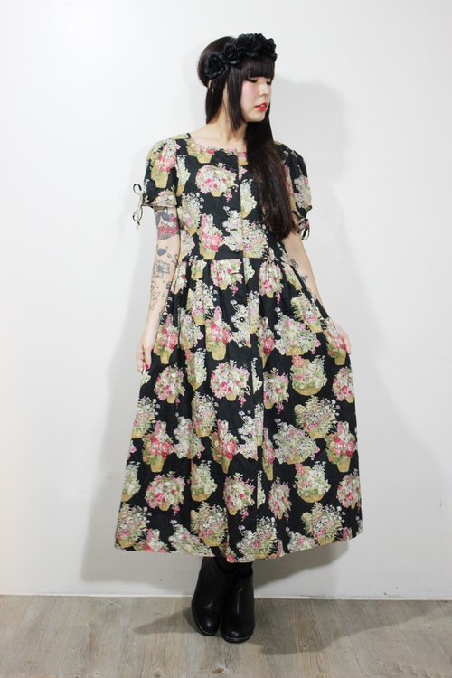 F629 (Vintage) bottom basket black cloth flowers cotton short-sleeved dress long version {vintage}
