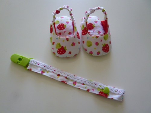 Small strawberry births baby sandals + pacifier clip gift