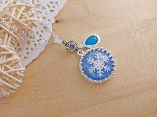 Merry Christmas! ◎ blue rhinestone snowflake x x x gemstone color retention, anti-allergy necklace] Christmas