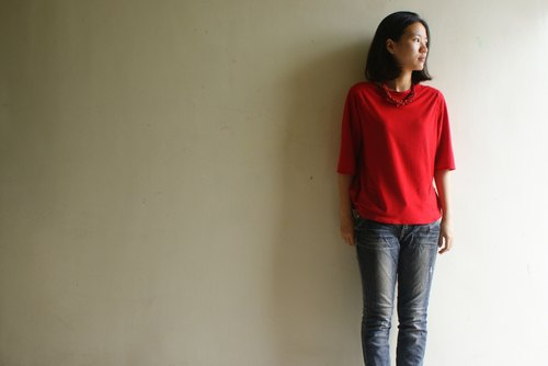 Red side drape long-sleeved T-shirt