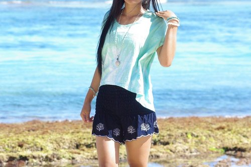 Coral embroidery shorts <navy>