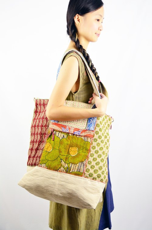 Portable shoulder bag _ Fairtrade dual-sari