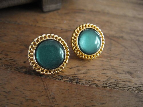 When the product [early complex manual clip earrings: Green lake]