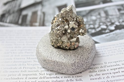 Stone planted SHIZAI ▲ pyrite (fools gold) ▲