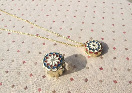 Classical flower jewelry make a wish --- retro blue and red