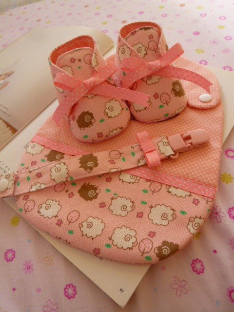 Another on Bleater births gift three groups (baby shoes + bibs + pacifier clip) (the last one)