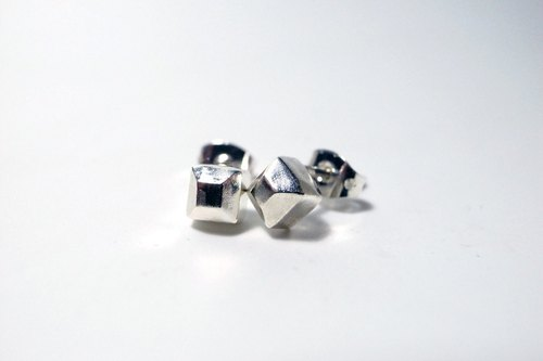 Human & amp; Monster Series - mysterious small square tower Silver rivet earrings (one pair)