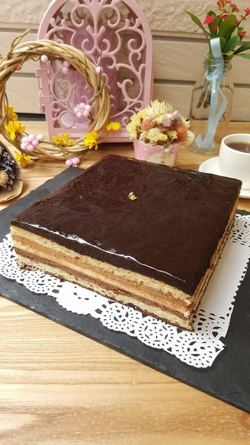 Liya seven classic French chocolate cake trio 15x15cm (for 6-8 people)