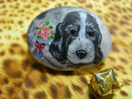 Cocker dog ** ** flowers painted stone paperweight decorations