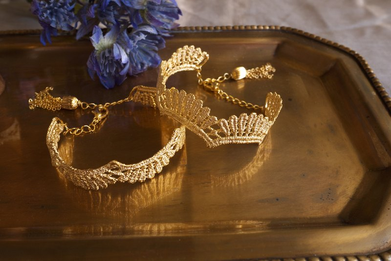Queen Elisabeth Cooper plate with gold Bracelet _luxury