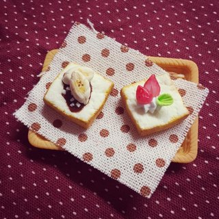 New listing ~~ ~~ mini strawberry and banana toast earrings set (a set of 2) (which can change the ear clip-on) ((over 600 were sent mysterious little gift))
