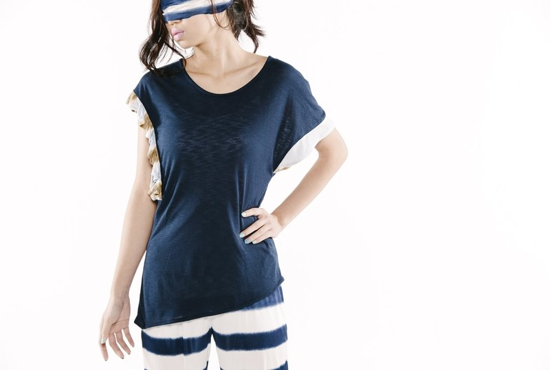 【Top】不對稱袖上衣 < 白/藍 x2色>
