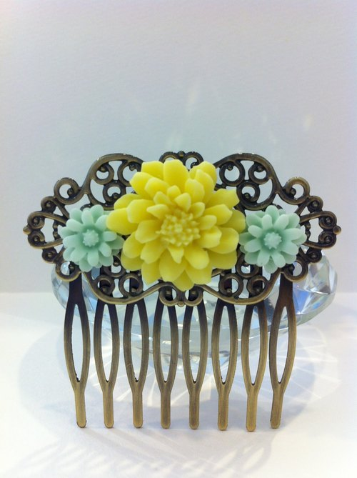 Mint yellow daisies Combs