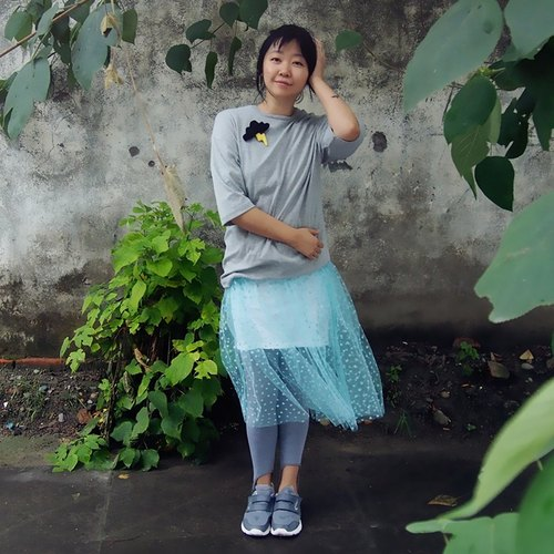 Old things independent design Autumn loose cotton T-shirt sleeve gray T-shirt with brooch thick