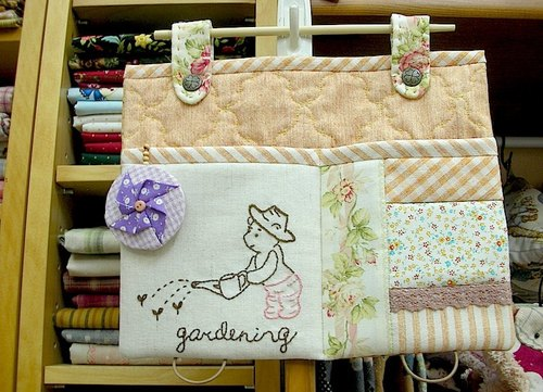 wonderland22 wall pouch embroidered Winnie · gardening articles