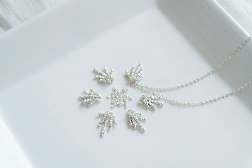 """Christmas Special Feature"" - white Christmas heart-warming snowmelt Silver Necklace"