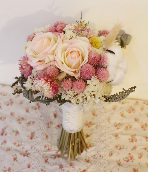 "Flover Fulla design ""sweet Overture"" drying / artificial bouquets of dried flowers bridal bouquets outdoor photo"