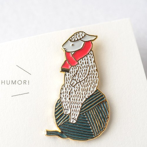 【SH9】 sheep's pin badge - gold / red muffler / green yarn ball