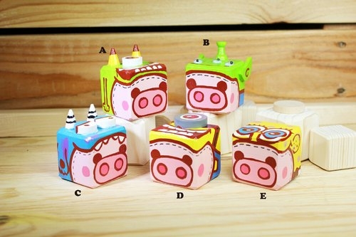 Camouflage painted wooden pig Bears keychain