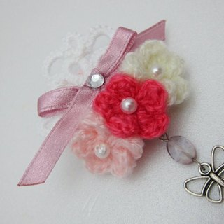 Wool lace pearl flowers. Brooch (spot)