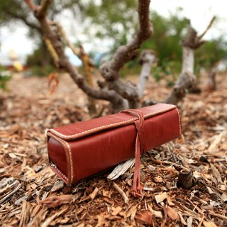 49. The hand-stitched leather pen / pencil cases / cosmetic case / housing stationery