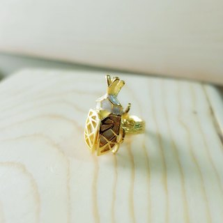 Glorikami White Pearl Rhino Beetle Ring