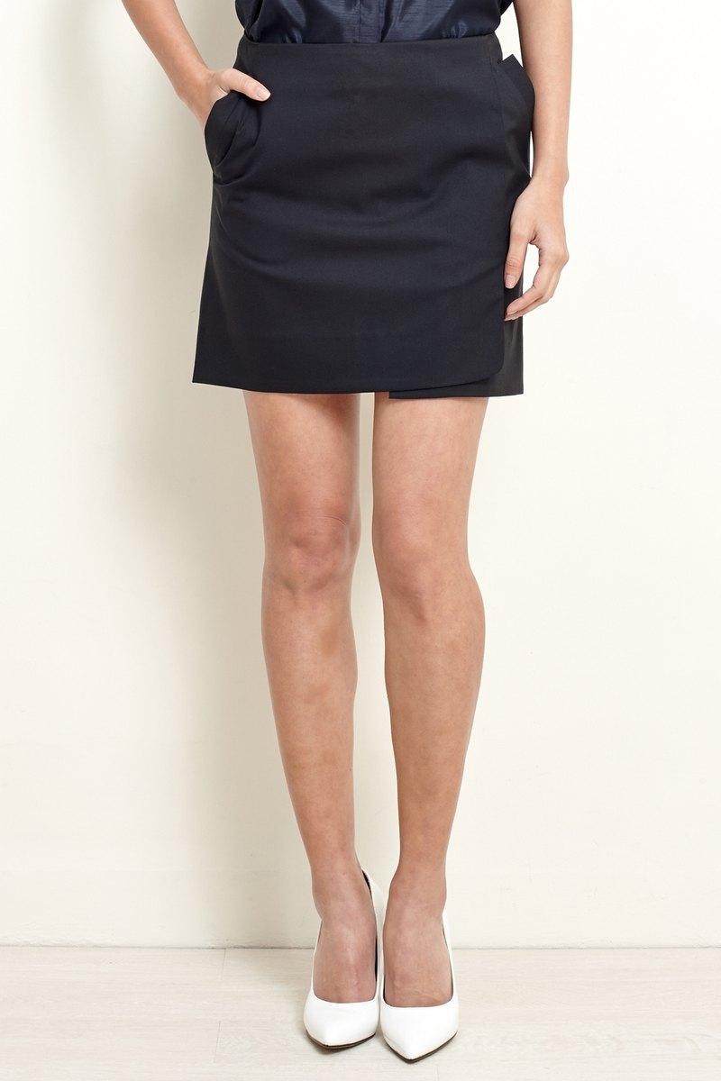 【換季特賣】黑色不對稱短裙