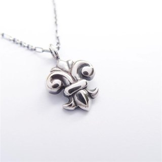 St. lily --- 925 silver necklace