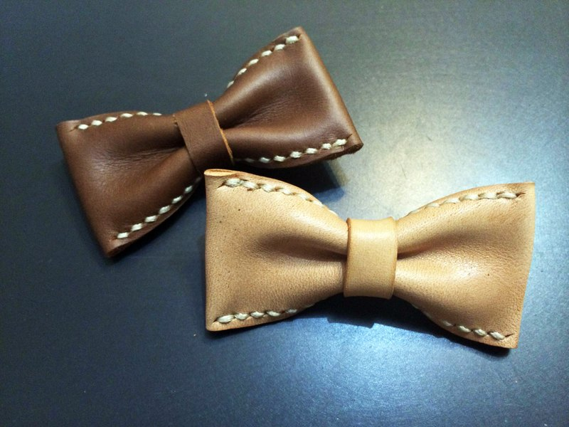 Mini-Leather Bowtie Hairclip