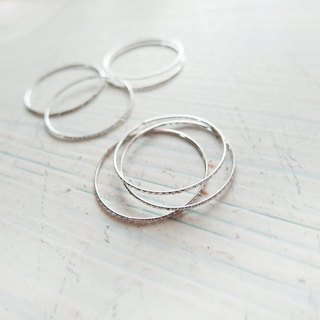 Cha mimi. White K silver cross line engraved thin line ring