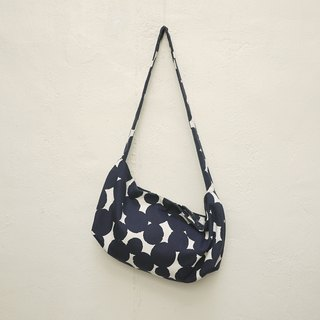 Atlas 2 Ways Shoulder Bag M Dot
