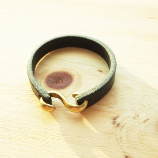 Handmade vegetable tanned leather double-sided strap / bracelet with brass buckle S