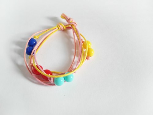 Fun / hand-woven beaded bracelet