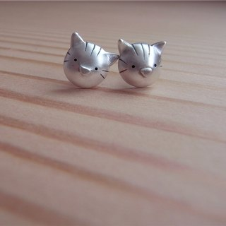 Cute Kitten Head---Little cat--Sterling Silver--Silver Cat--Stud Earrings