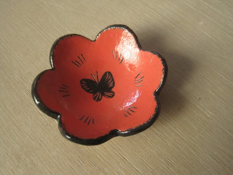 DoDo hand whisper. Animal silhouette series - Pansy butterfly (Bright red)