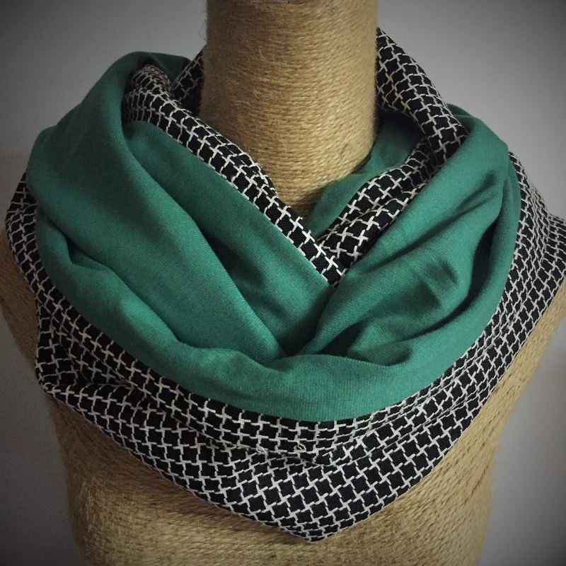 Double-sided cotton circle scarves / neck Wai Circle / Infinity Scarf (black and white plaid retro green +) / Christmas scarves / last one!