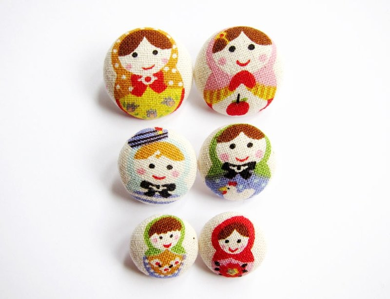 Hand sewing cloth buckle knitting as a material of Russian dolls