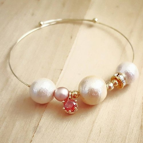Shining Fall Cotton Pearl Crystal Bangle