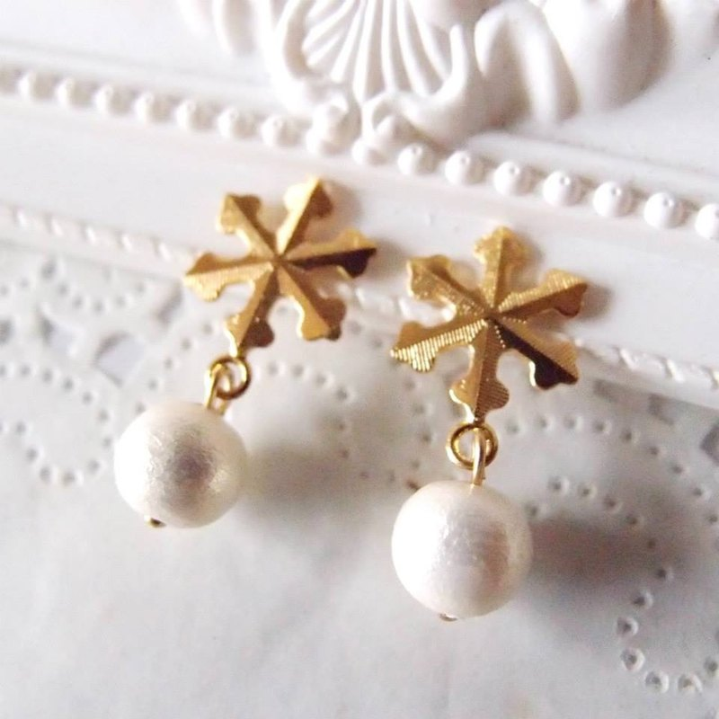 Cotton Pearl - snowflake earrings
