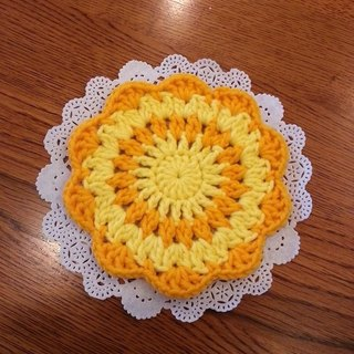[Knitting] flower coasters - Ming yellow and pale yellow Waltz