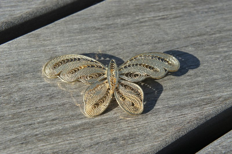 Gold butterfly brooch PdB Picks New York antiques