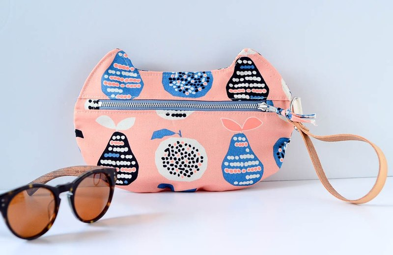 zippy cat - multi-functional pouch - Apple and Pears