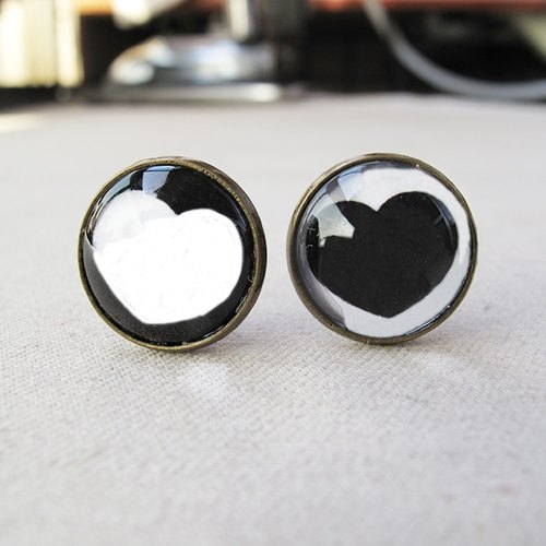 Round ear clip ear acupuncture - you always follow my heart is not in the classroom (white heart + black heart)