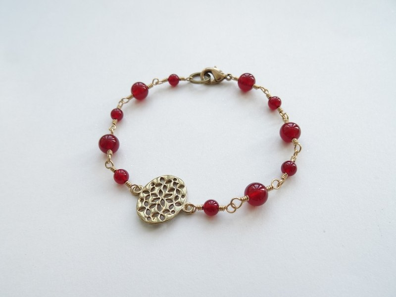 ::Downton Retro – Lady Cora:: Red Agate Brass Oval Filigree Bracelet
