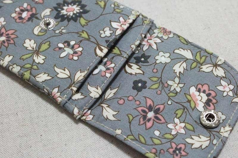 Card business card pouch - flowers (gray)