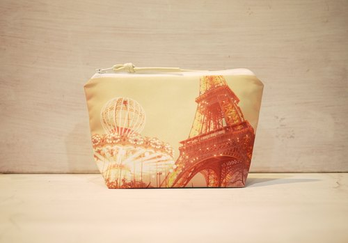 [Travel] Dumpling-type cosmetic bag [iron tower and carousel]