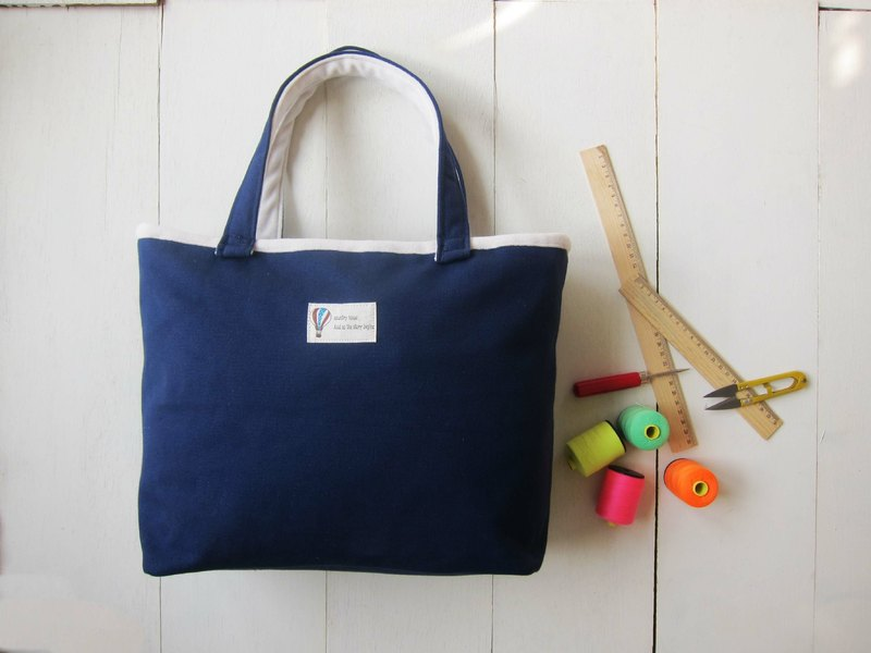 Macaron Series - Medium navy sails Bu Tuote bag (zipper opening paragraph)