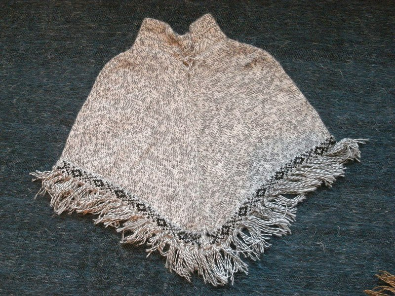 Vista [knowledge], South America, Peru, alpaca cape (child models)