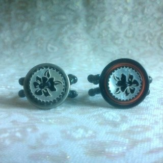 Buckle. Ring - Retro pattern round buttons set Ring